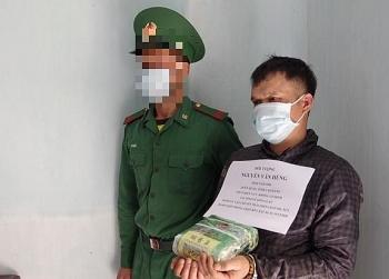 Bắt quả tang đối tượng vận chuyện 1kg ma túy vào Việt Nam qua biên giới Lào