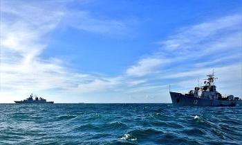 Tàu săn ngầm Việt Nam và Ấn Độ luyện tập thông tin liên lạc trên vùng biển Việt Nam