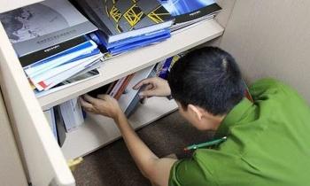 Nhóm cán bộ văn phòng, lái xe của Chủ tịch Hà Nội bị bắt giam vì tội gì?