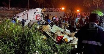 Hiện trường kinh hoàng vụ rơi máy bay ở Ấn Độ khiến hàng chục người tử vong