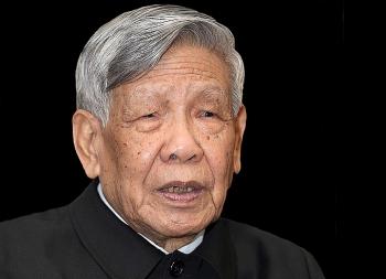 Đoàn viếng nguyên Tổng Bí thư Lê Khả Phiêu chỉ mang băng tang, không mang vòng hoa