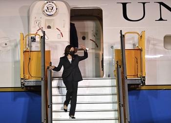 Phó Tổng thống Hoa Kỳ Kamala Harris đã đến Hà Nội, bắt đầu chuyến thăm Việt Nam