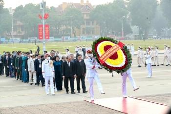 Đại biểu Đại hội Thi đua yêu nước toàn quốc lần thứ X vào Lăng viếng Chủ tịch Hồ Chí Minh
