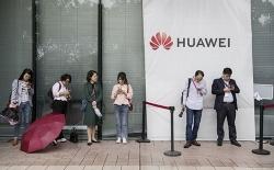 huawei bat dau phai dung mot so day chuyen san xuat smartphone