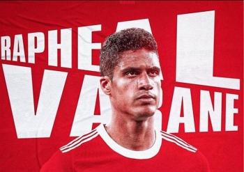 """Sau Sancho, Manchester United tiếp tục chiêu mộ thành công """"bom tấn"""" Raphael Varane"""