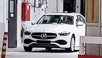 Mercedes-Benz C-Class 2021 lộ diện, lưới tản nhiệt thiết kế mới