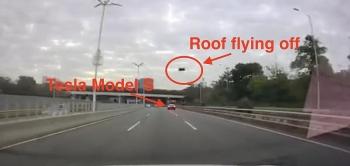 Video: Nóc xe Tesla Model S bật tung, Tesla đổ lỗi cho bên thứ ba