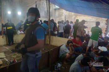 """TP. HCM: 200 cảnh sát đột kích sòng bạc trên đường Võ Văn Kiệt, """"con bạc"""" nháo nhào tháo chạy"""