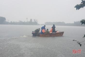 Chủ tịch tỉnh Hà Tĩnh yêu cầu sơ tán khẩn cấp hơn 45.000 dân đi tránh lũ