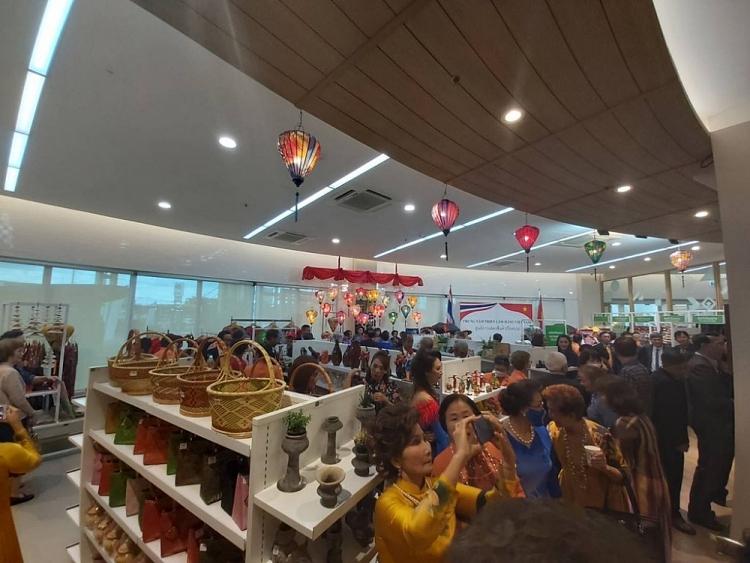 Hiệp hội Doanh nhân Thái-Việt khai trương Trung tâm triển lãm hàng ...