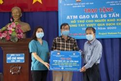 HUFO trao ATM gạo cùng 16 tấn gạo cho người dân có hoàn cảnh khó khăn do dịch Covid- 19