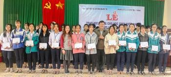 Zhishan Foundation tặng 47 triệu đồng cho học sinh nghèo vượt khó Triệu Phong (Quảng Trị)