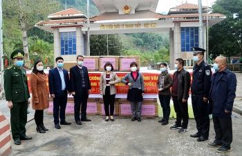 Tỉnh Vân Nam (Trung Quốc) hỗ trợ 30.000 khẩu trang cho Hà Giang chống COVID-19
