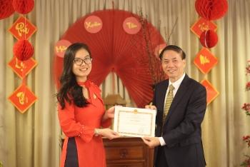 Hội Sinh viên Việt Nam tại Hà Lan nhận bằng khen của Đại sứ Phạm Việt Anh
