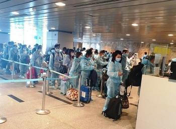 Đón 201 người Việt Nam đi lao động ở Đài Loan về nước