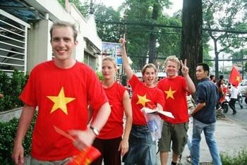 Việt Nam thuộc top 10 quốc gia người nước ngoài hạnh phúc nhất khi sống, làm việc