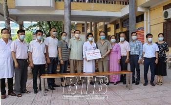 Hội Hữu nghị Việt-Nga, Hội đồng hương Thái Bình tại Mát-xcơ-va trao tặng ghế băng cho bệnh viện Đa khoa tỉnh Thái Bình chống dịch