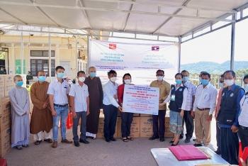 Liên hiệp Hữu nghị tỉnh Thừa Thiên - Huế hỗ trợ vật tư y tế giúp tỉnh Sê Kông và Salavan (Lào) phòng, chống Covid-19