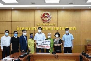Người Việt Nam tại Hungary, Lào hướng về quê nhà ủng hộ công tác phòng chống dịch COVID-19