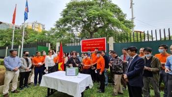 Cộng đồng người Việt tại Mozambique quyên góp ủng hộ Quỹ Vaccine phòng, chống COVID-19