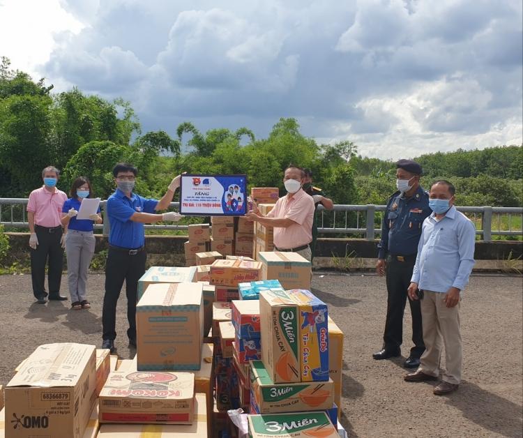 Tuổi trẻ Bình Phước hỗ trợ tỉnh Mondulkiri (Campuchia) chống COVID-19