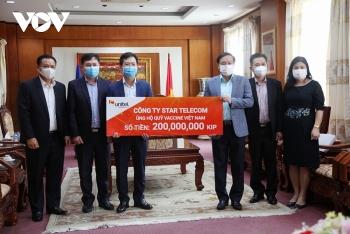 UNITEL (Lào) trao 200 triệu kip hỗ trợ Việt Nam chống dịch COVID-19