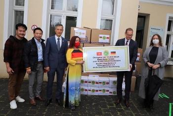 Hội Từ thiện Sen Vàng Berlin giúp đỡ nước sở tại, hướng về quê hương trong mùa dịch