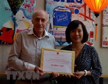 Người Việt và doanh nghiệp tại Thụy Sĩ đóng góp cho Quỹ vaccine phòng chống COVID-19