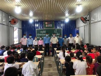 Tiếp tục khai giảng 2 lớp học cho 78 con em người gốc Việt chuyển đổi nghề nghiệp tại Campuchia