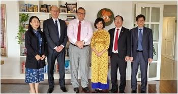Trao Huân chương Sư tử Phần Lan tước hiệu Hiệp sỹ hạng Nhất cho bà Trần Thị Thu Hương
