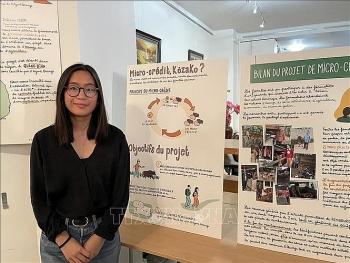 Nữ họa sĩ trẻ Việt kiều lan tỏa vấn đề da cam ở Việt Nam đến công chúng Pháp qua 10 bức tranh đồ họa