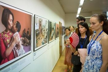 """""""Vietnam Stories"""" - triển lãm ảnh giúp người Séc hiểu hơn về các phong tục tập quán của người Việt"""