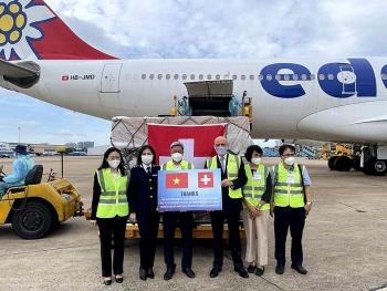 13 tấn trang thiết bị y tế Thụy Sỹ hỗ trợ phòng chống Covid-19 đã về tới Việt Nam