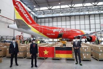 Đại sứ quán Việt Nam tại Đức tiếp nhận 10 tấn hàng viện trợ Việt Nam chống COVID-19
