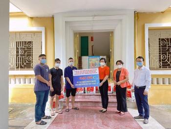 HAUFO tặng 154 suất quà cho sinh viên Campuchia tại Hà Nội gặp khó khăn vì COVID-19