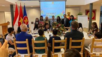 Khai giảng lớp tiếng Việt năm 2021 dành cho con em kiều bào và những chàng rể Hà Lan