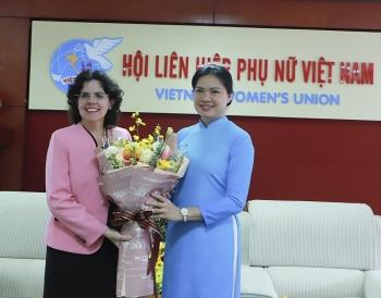"""Đại sứ Cuba tại Việt Nam nhận kỷ niệm chương """"Vì sự phát triển của phụ nữ Việt Nam"""""""