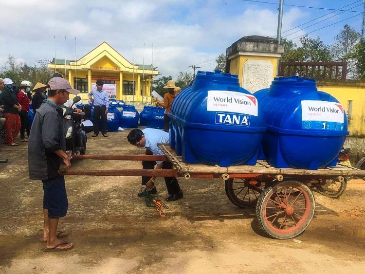 Tổ chức Cứu trợ Trẻ em và Tầm nhìn Thế giới chung tay hỗ trợ 12.889 hộ gia đình phục hồi sau lũ lụt
