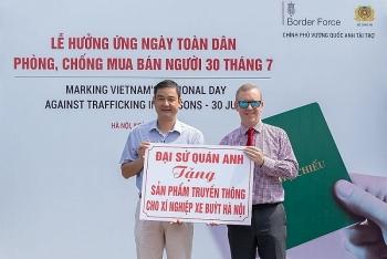Đại sứ Anh và Hoa hậu Lương Thuỳ Linh tuyên truyền chống buôn bán người