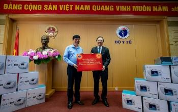 Vingroup trao tặng 1.700 máy thở xâm nhập và tài trợ hóa chất cho 56.000 xét nghiệm COVID-19