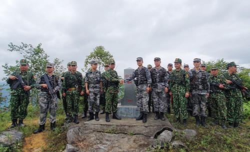 Bộ đội Biên phòng Việt Nam - Trung Quốc tuần tra song phương trên biên giới đất liền (Ảnh: QĐND)