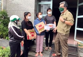 Trao 31 phần quà cho lưu học sinh Lào và Campuchia đang học tập tại Đồng Nai