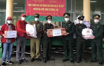 Thừa Thiên Huế tặng 200 suất quà cho nhân dân Lào