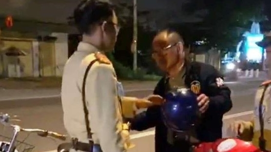 say xin van di xe dap du khach trung quoc bi xu phat 500 nghin dong