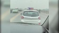 video taxi bien ha noi quyet khong nhuong duong xe cap cuu gay phan no