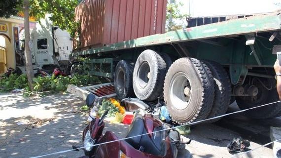 vung tau xe container dam lien hoan xe may nhieu nguoi bi thuong