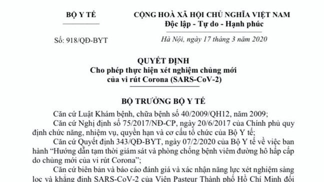 hoa hau mai phuong thuy dai dien trao 20 ty dong chong covid 19