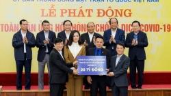 Hoa hậu Mai Phương Thúy đại diện trao 20 tỷ đồng chống Covid-19
