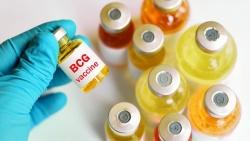 800 bác sĩ tuyến đầu thử nghiệm vắc-xin bệnh lao phòng COVID-19