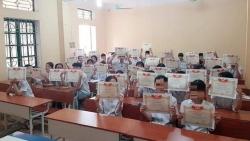 vu lop co 4243 hoc sinh gioi phu huynh xin loi nha truong